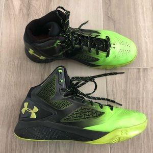 Under Armour Sz 10 e24 Clutchfit Basketball Shoes